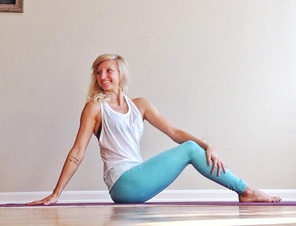 Side Twist3 - Yoga Cancer