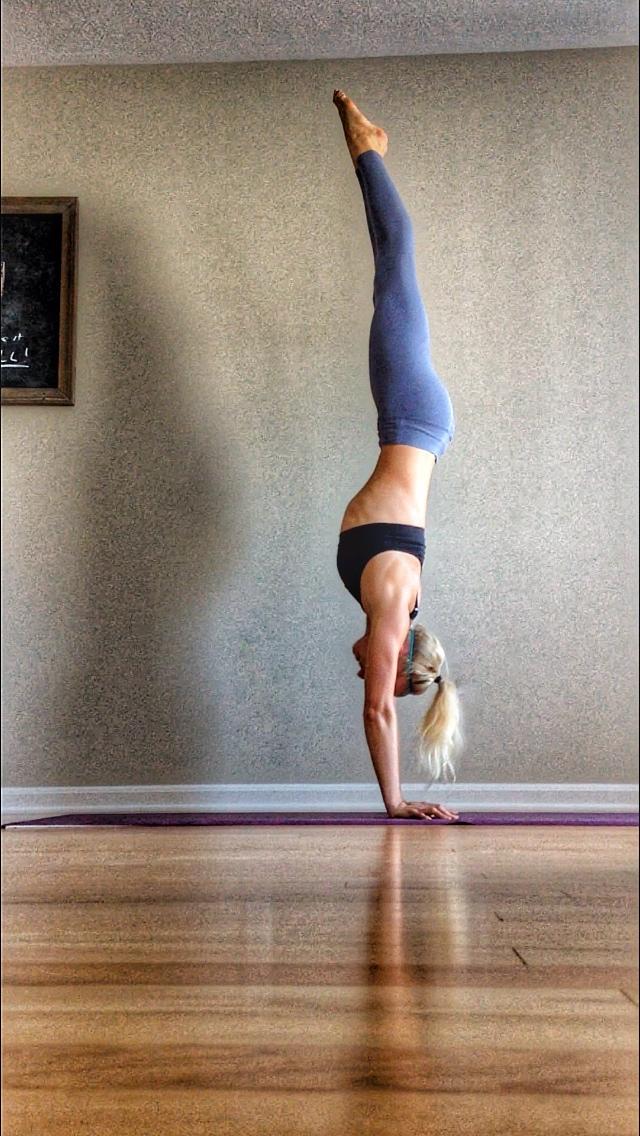 Nina Elise Yoga HAndstand